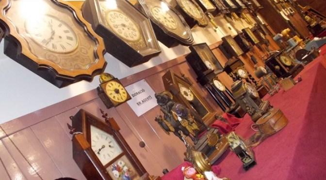 Convocatòria a artistes que tinguin obres on hi hagi representats rellotges