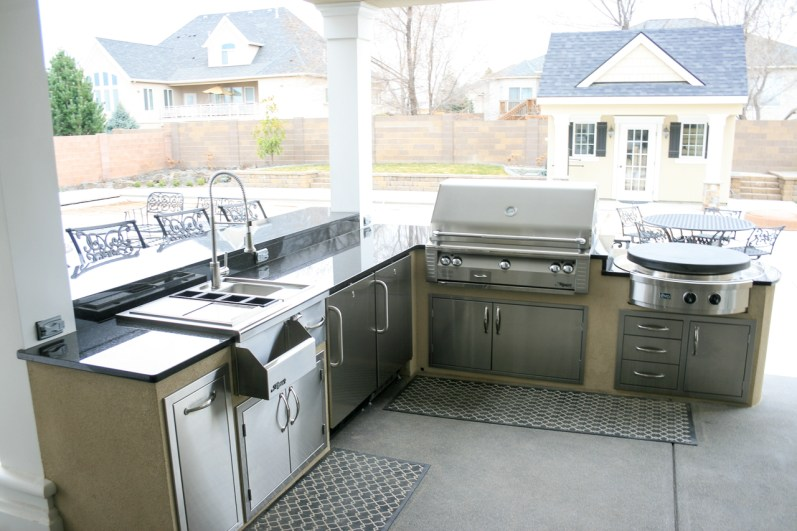 fire-and-water-outdoor-kitchen-76