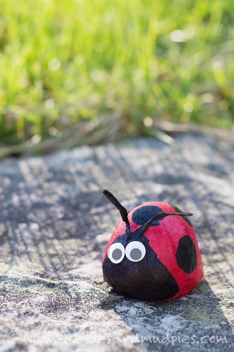 Ladybug Stone Craft | Fireflies and Mud Pies