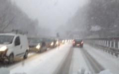Maltempo e neve, chilometri di coda sull'A1 tra Firenze e Bologna