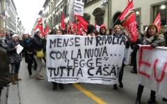 Dipendenti delle mense in sciopero, via Cavour sotto assedio (Video)