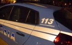 Firenze, telefona alla Polizia e fa bloccare due topi d'auto