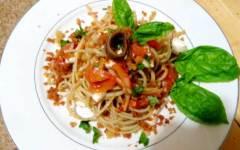Linguine alla mozzarella, acciughe e pomodori secchi