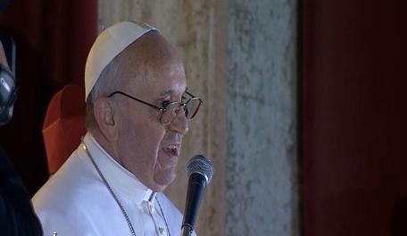 Papa Francesco I affacciato per la prima volta a San Pietro