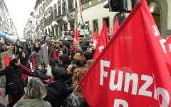 """La rivolta dei lavoratori delle cooperative sociali: """"Pagateci, ci state rovinando"""" (Video)"""