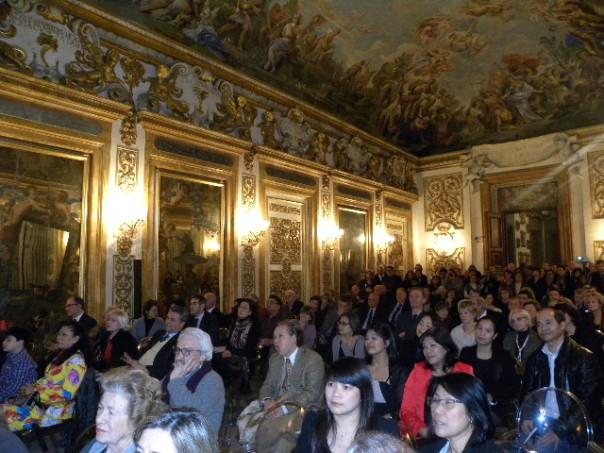 Sala Luca Giordano in Palazzo Medici Riccardi gremita di gente
