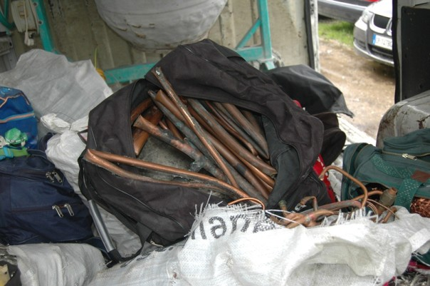 Tubi e grondaie di rame recuperati dai carabinieri