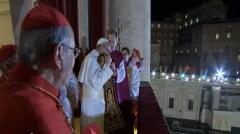 Papa Francesco I saluta i fedeli