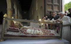 Vaticano, quello strano legame fra Celestino V e Benedetto XVI