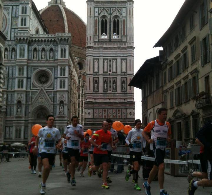La corsa in piazza Duomo (Foto Half Marathon)