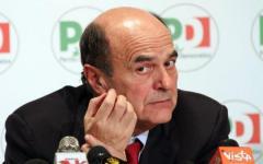 Referendum: anche Bersani contro gli allarmismi di Renzi. Malati e banche non c'entrano con la Costituzione