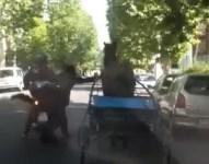 Cavallo corre contromano in via Baracca