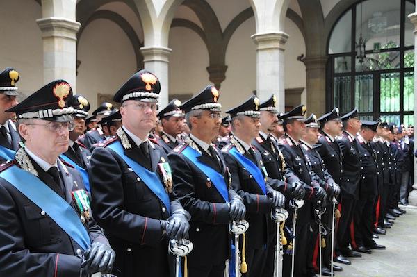 una medaglia d oro ai carabinieri toscani feriti a roma. Black Bedroom Furniture Sets. Home Design Ideas