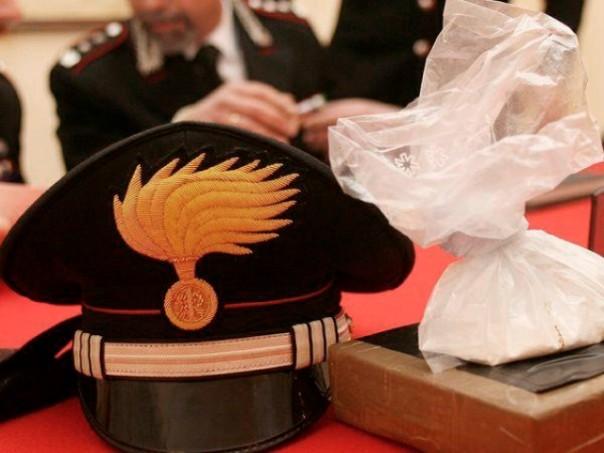 I carabinieri di Massa Marittima oltre agli arresti hanno sequestrato hashish, cocaina ed eroina