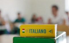 Maturità 2013, gli studenti si cimentano con la prima prova. Ecco le tracce del tema di italiano