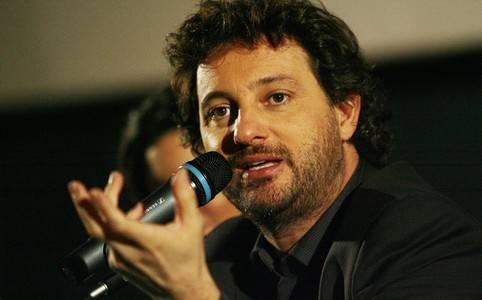 Leonardo Pieraccioni parla, scherzando, della situazione politica italiana attuale