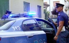 Pisa, accoltella e getta acido su passante