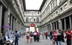Uffizi: turisti con un clic alla scoperta delle statue d'oro