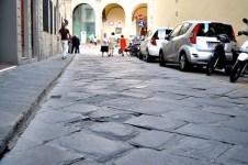 Buche in via Folco Portinari