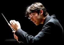 Il maestro Daniel Cohen - credit James Cannon