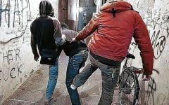 Firenze, estorsori a 15 anni: minacce a un coetaneo per fargli comprare cellulari rubati