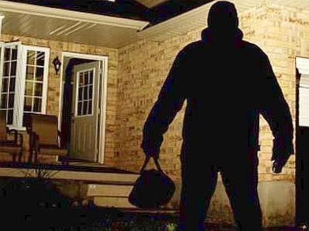 Arrestato dalla Polizia ladro fugge dall'ospedale, dopo la rissa in un'abitazione