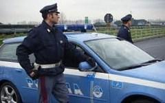 Polizia stradale: bloccato trafficante di cani. E un camionista che voleva pagare la multa con banconote false