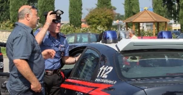 I carabinieri seguono le indagini sulla rapina al supermercato di Porcari