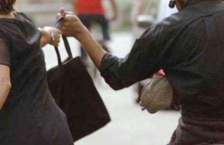 Lo scippatore dominicano è stato inseguito dai passanti livornesi