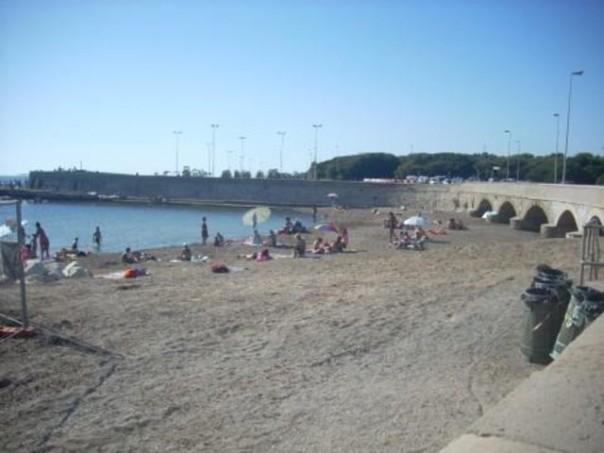 La spiaggia di Livorno Tre ponti dove sono avvenuti i ritrovamenti dei frammenti ossei