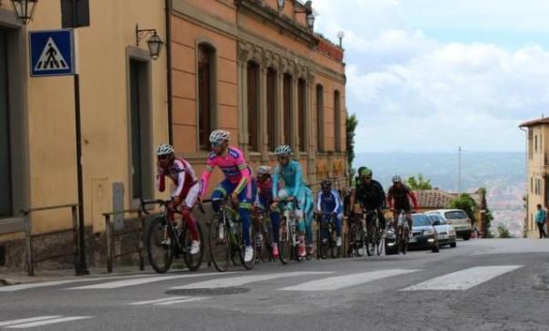 I ciclisti in allenamento sulla salita di Fiesole