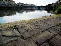 La pescaia di Santa Rosa a Firenze ripulita dalla sporcizia (Foto Comune di Firenze)