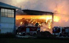 Le fiamme distruggono un'azienda ad Empoli