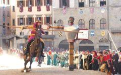 Arezzo, Giostra del Saracino: il bozzetto di Roberto Felici sarà la base per la Lancia d'oro 2016