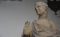 Ha amputato il dito di una statua di Firenze, è un chirurgo americano