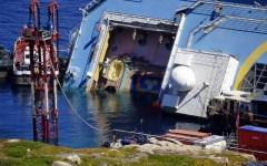 Concordia: rotazione della nave, controllo delle acque durante l'intervento