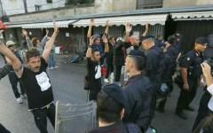 Bancarelle di Pisa, blitz della polizia per lo sgombero