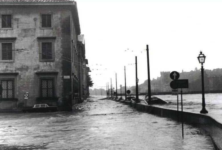 4 novembre 1966, l'Arno straripa a Firenze