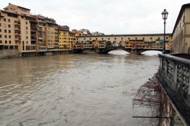 Arno sotto il livello di guardia