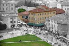 Il palazzo dei Trovatelli in piazza dei Miracoli a Pisa
