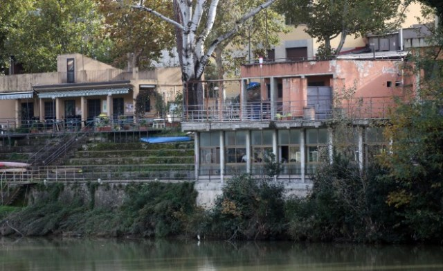 Le strutture in riva all'Arno a Firenze che verranno demolite