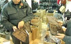Prato, griffe di moda: maxi sequestro di falsi abiti per 200 mila euro