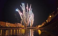 Notte di Capodanno, a Pisa si festeggia sui trampoli