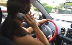 Gli italiani amano il cellulare alla guida