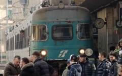 Tensione nella notte alla stazione di Pisa, i Forconi occupano un binario