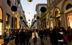 Italiani, cautela nelle spese natalizie