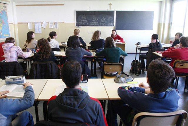 Scuola di Prato, pochi soldi e supplenti sorteggiati per lo stipendio