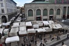 L'area del Mercato Centrale dopo l'arrivo delle bancarelle traslocate da piazza San Lorenzo