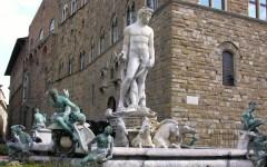 Firenze, turista nella fontana del Biancone: multa da 160 euro