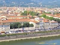 La Caserma De Laugier si affaccia sul Lungarno della Zecca a Firenze
